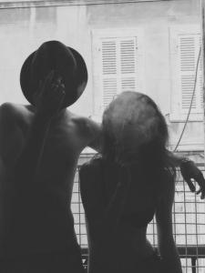 black-and-white-boy-girl-smoke-Favim.com-490167