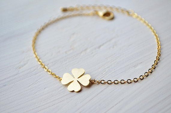 four-leaf-clover-bracelet-in-gold-lucky-charm-everyday-jewelry-bridesmaid-jewelry-wedding-bracelet